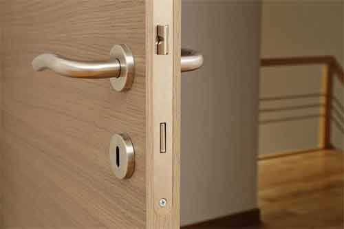 What are the accurate measurements of door knob lock installation