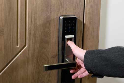 lock cylinder of your commercial door