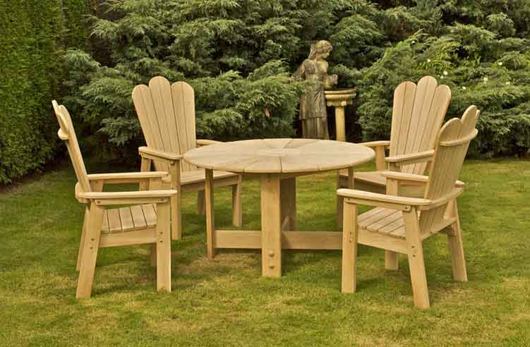 How to Restore Your Outdoor Wooden Furniture